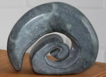 """Der Stein, der die Form einer Schnecke hat, lässt sich sehr gut als Symbol für """" Teilhabe statt Ausgrenzung"""" sehen."""