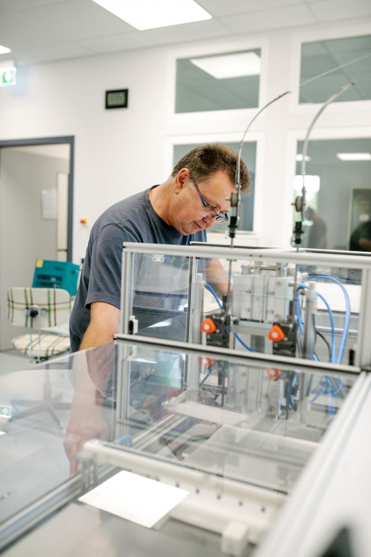 Das Foto zeigt einen Drucker bei der Arbeit