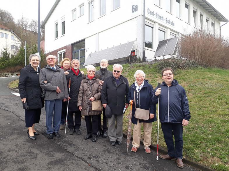 das Grüppchen der vier Abiturienten des Jahres 1959 und ihre vier Ehefrauen mit Thorsten Büchner, blista-ÖA