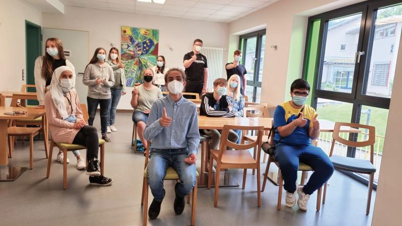 Ein Foto von einigen Mitgliedern der SV mit medizinischen Masken