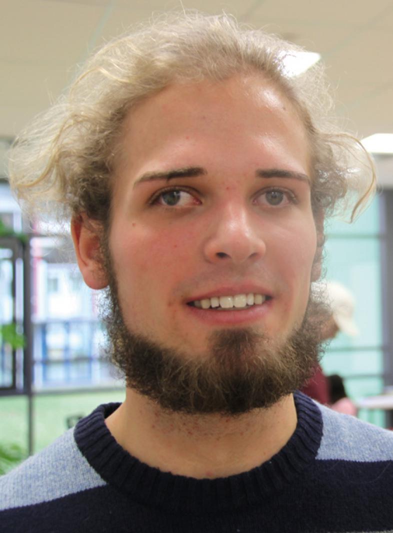 Portraitfoto von Axel Duensing, er studiert Agrarwissenschaften