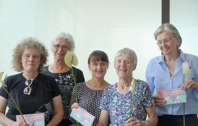 Von rechts: Frau Nöthlichs, Frau Kuhne, Frau Schulze, Frau Nispel, Frau Schulze und Frau Obst