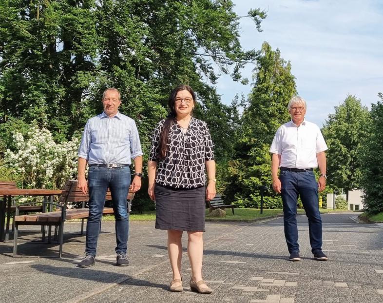 Foto von Frau Professor Möhring,Geschäftsführerin des BLiZ mit den blista Vorständen Claus Duncker und Patrick Temmesfeld auf dem blistaCampus.