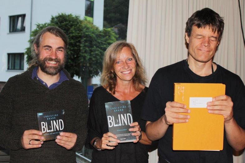 """Den Krimi """"Blind"""" gibt es zum Hören und Lesen mit den Augen oder unter den Fingern."""