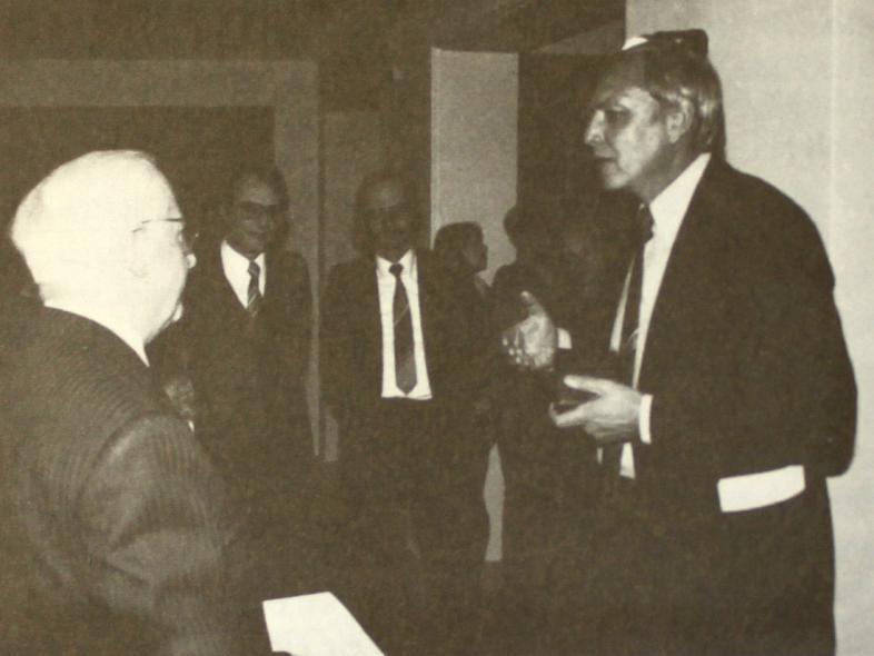Direktor Stauss, Dr. Spiegelberg, Direktor Hertlein und der Preisträger Hans Mohl