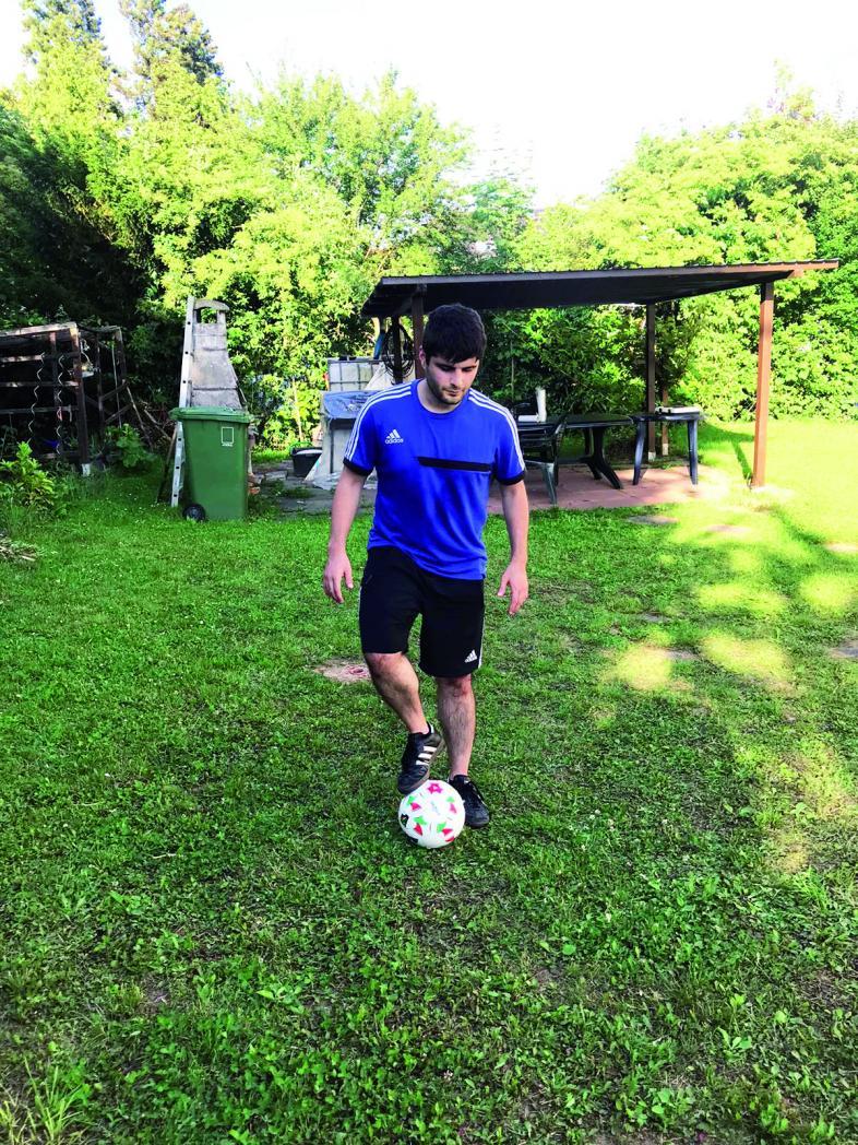 Das Foto zeigt den Mannschaftskapitän beim Training im Garten
