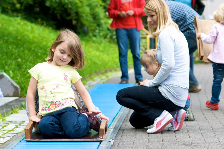 Frühförderung ist wichtig: Das Foto zeigt ein spielendes Kind