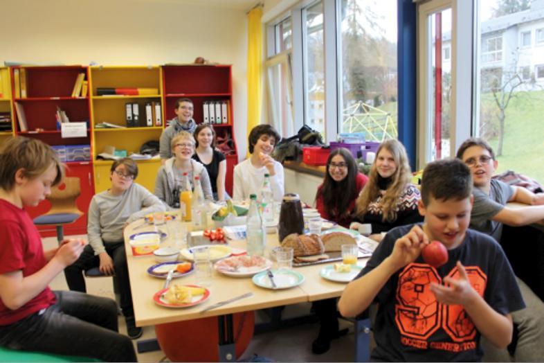 Gemeinsames Frühstück in der Klasse