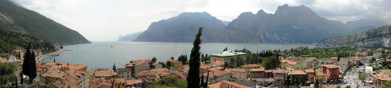 Panoramablick über den Gardasee
