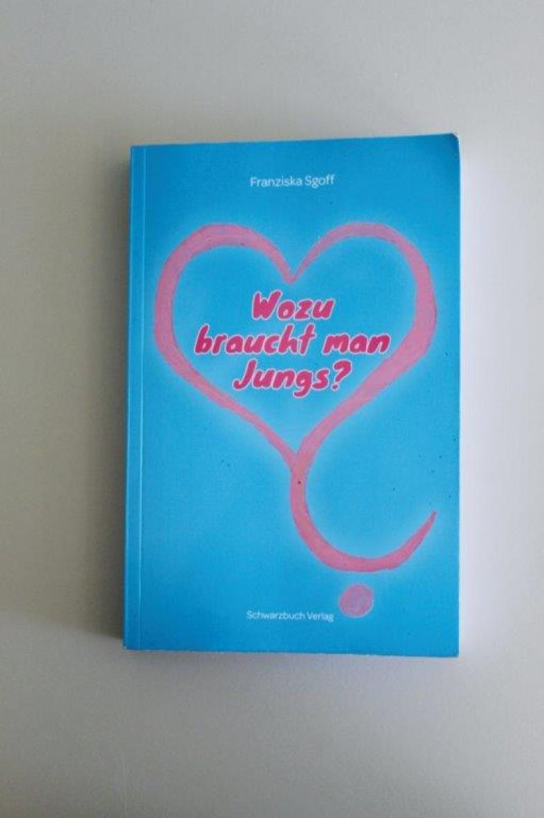 Das hellblaue Cover des Buches ziert ein rosafarbenes Herz, das als Fragezeichen ausläuft.
