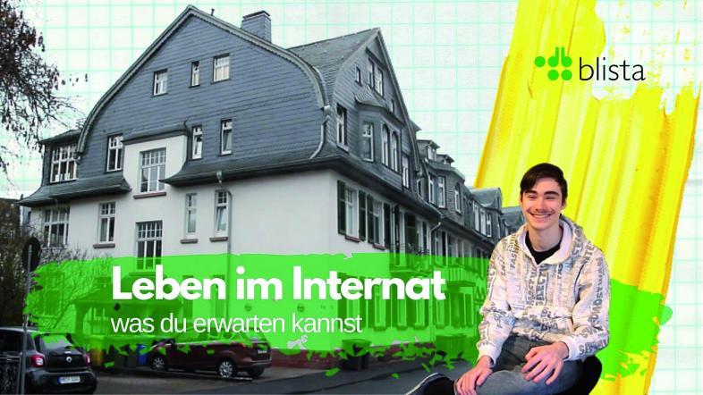 Ein Schüler vor dem Wohnhaus in der Uferstraße