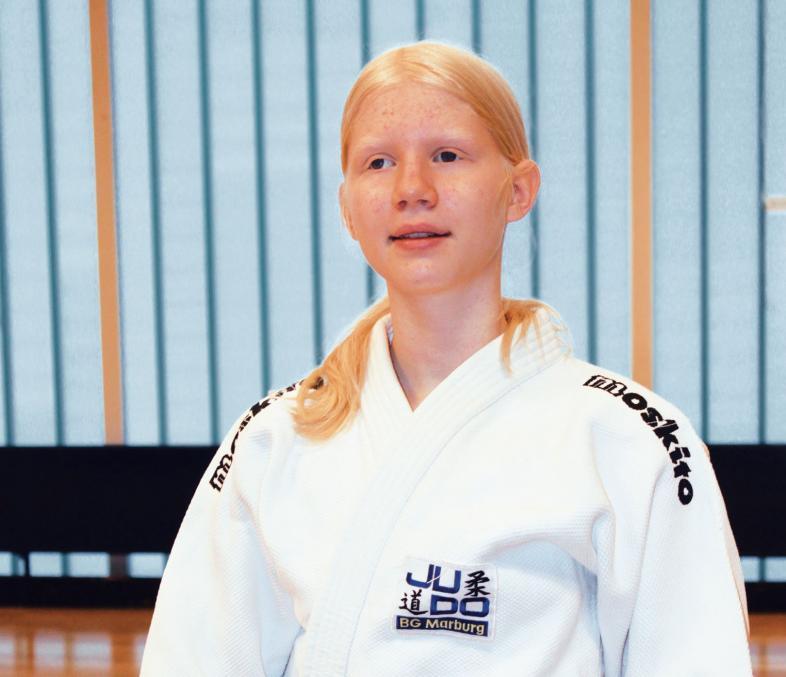 Portrait-Foto von Leonie Botzek im Judoanzug