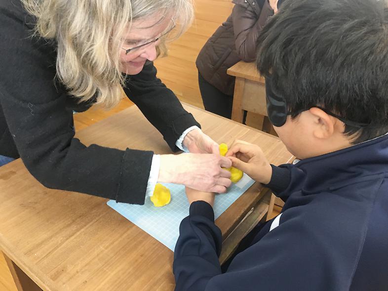 Ulrike Schönhagen mit Schüler in Japan