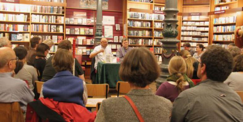 Andreas Pflüger mit Jürgen Rupprath in der Buchhandlung