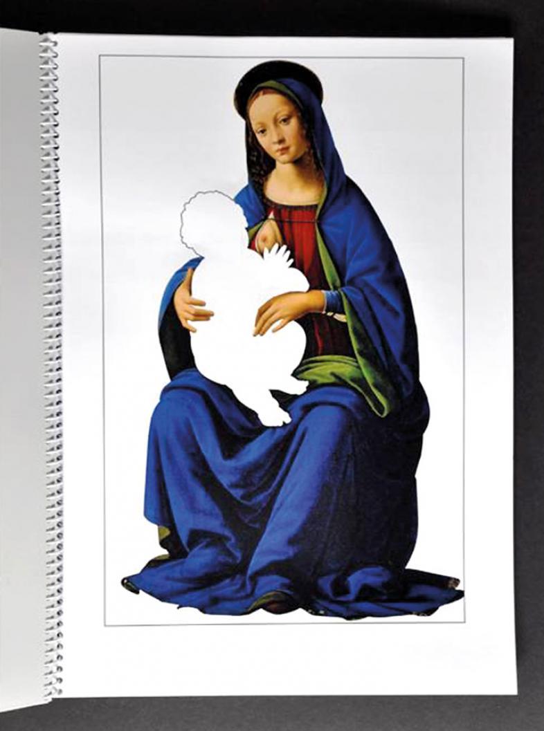 """Eine Seite aus der Broschüre """"Blaue Madonna"""" zeigt die didaktische Konzeption: Hier wird der Fokus auf die Madonna gelegt, das Christuskind ist nur im Umriss angedeutet."""