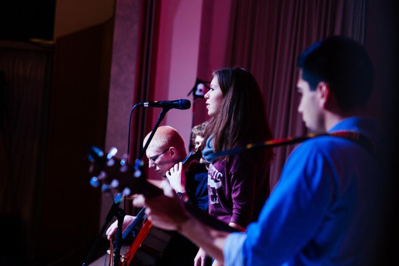 Die blista-Rockband bei einem Bühnenauftritt