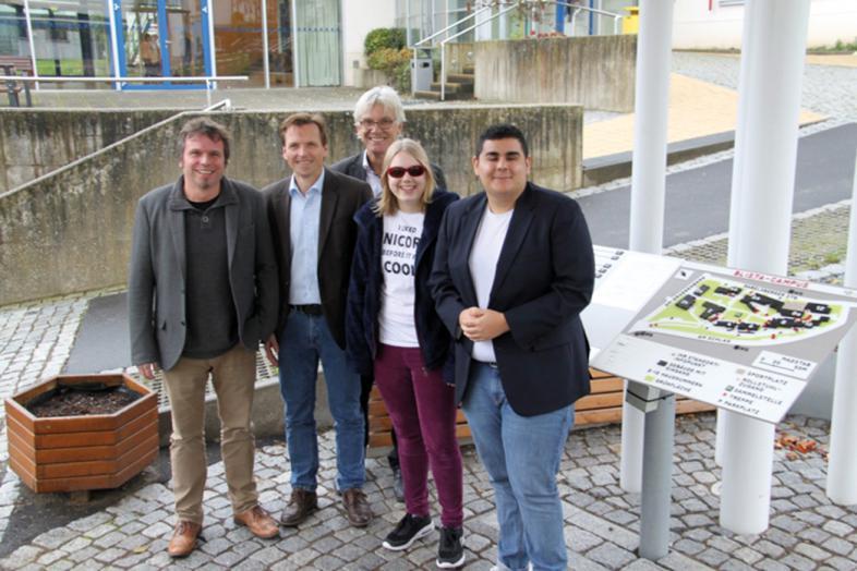 (v.l.n.r.) Markus Biber (Schulentwicklung), Peter Audretsch (kommissarischer Schulleiter), Claus Duncker (Direktor der blista) Matilda Book (Kl. 7), Umut Özdemir (Schulsprecher)
