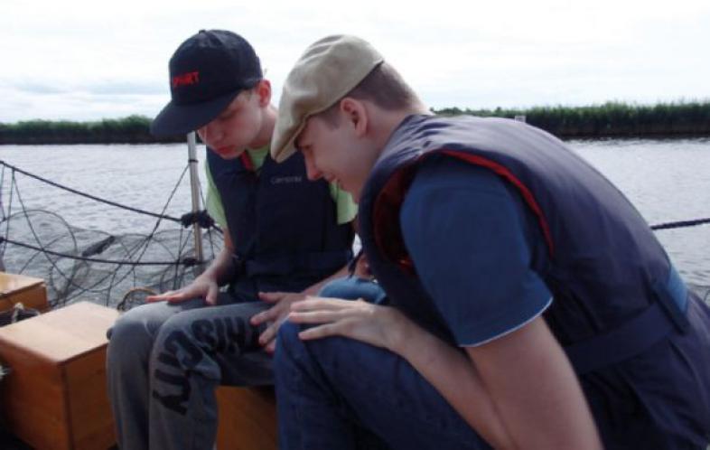 2 Schüler auf dem Rettungsschiff