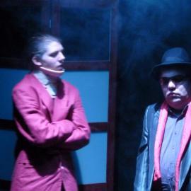 """Schauspieler der Theatergruppe Augenschmaus bei der Aufführung des Stücks """"Abgestürzt"""" im Jahr 2010"""