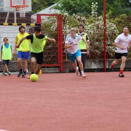 Fußballspieler auf dem Campus