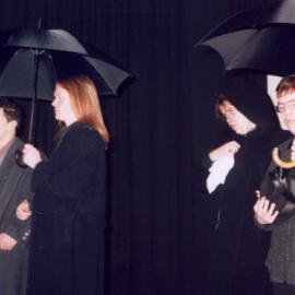 """Schauspieler der blista-Theatergruppe NullOptik führen 1997 """"Unsere kleine Stadt"""" auf"""