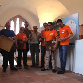 Orange Day an der blista: GSK Vaccines GmbH unterstützt den Aufbau der Ausstellung