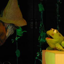 """Szene aus dem Stück """"Rumpelröschen und die Froschprinzessin"""""""