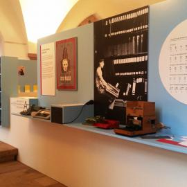 Themeninseln zeigen Infos zu Louis Braille, dem Erfinder der Punktschrift sowie das Punktschriftalphabet.