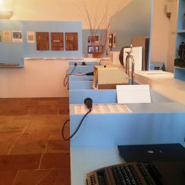 Einzelne Stationen geben den Ausstellungsbesuchern via Text und Audio Informationen rund um die blista