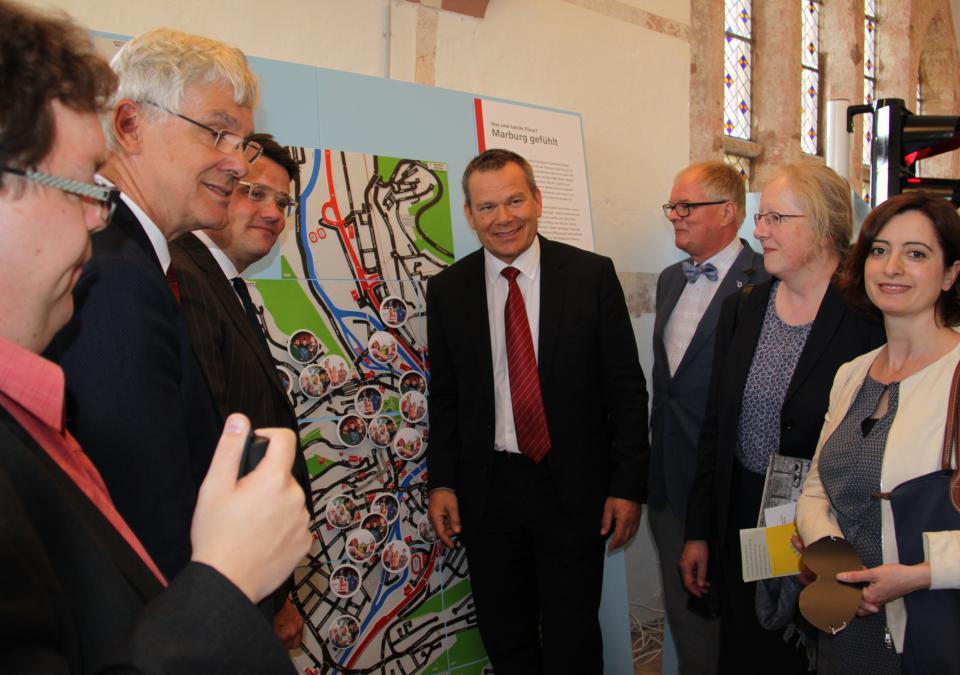 Bild 5 von 12: Ausstellungseröffnung mit Staatsminister Boris Rhein, Katharina Krause, Präsidentin der Philippsuniversität, blista-Direktor Claus Duncker u.a.