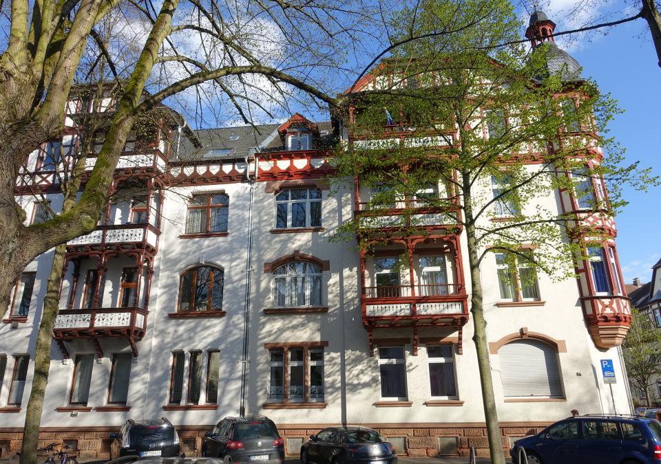 Bild 2 von 9: Eines der Wohngebäude in der Stadt Marburg