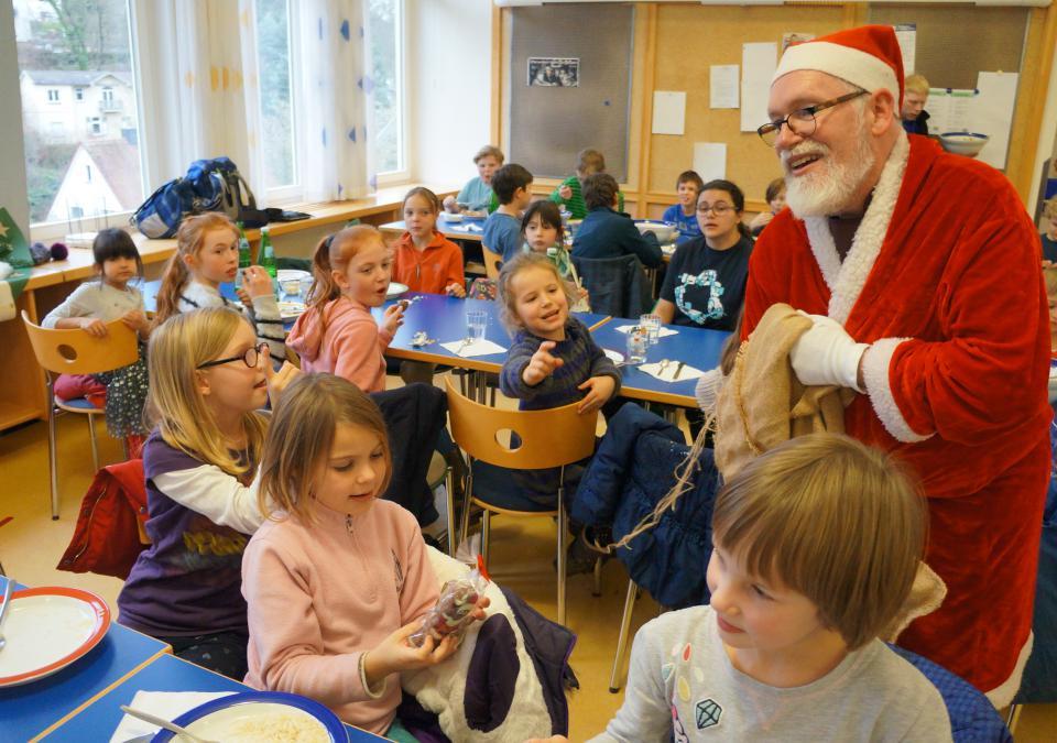 Bild 6 von 12: Ein Nikolaus in der blista-Mensa