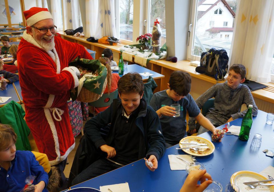 Bild 4 von 12: Ein Nikolaus in der blista-Mensa