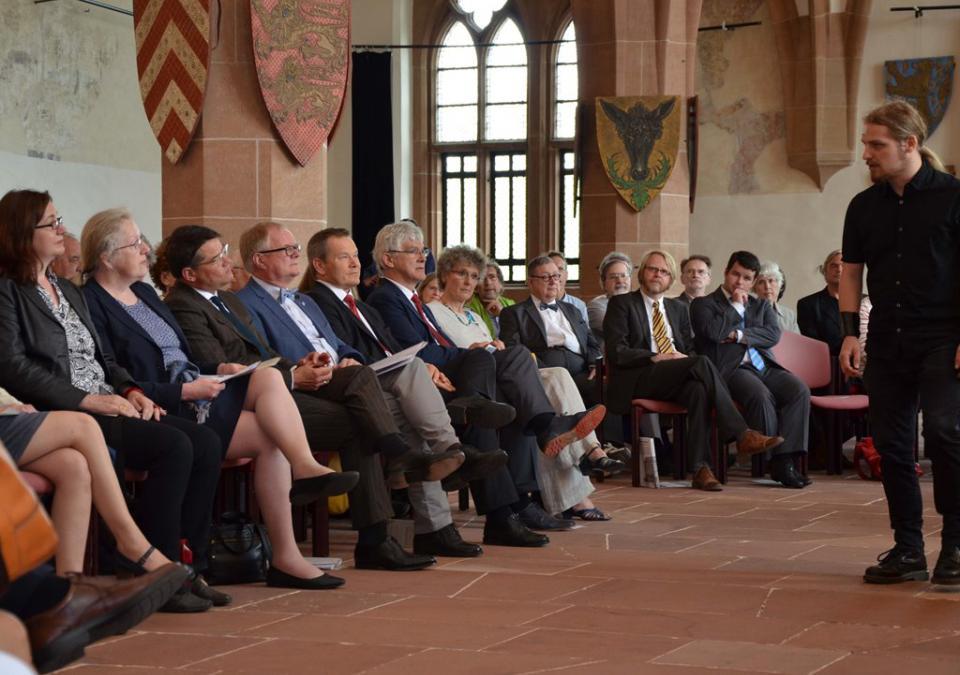 Bild 2 von 12: In der Ausstellung blick:punkte: Staatsminister Boris Rhein und Oberbürgermeister Dr. Spieß