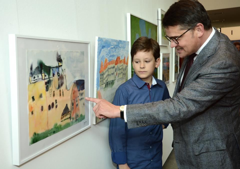 Bild 1 von 6: Staatsminister Boris Rhein mit Pierre Hristov