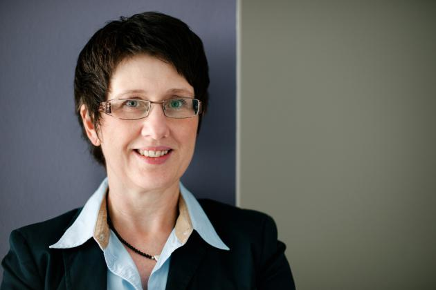 Das Foto zeigt die Leiterin der Verwaltung im Portrait