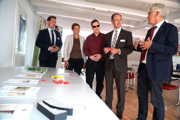 RP Ullrich im Gespräch mit Direktor Duncker