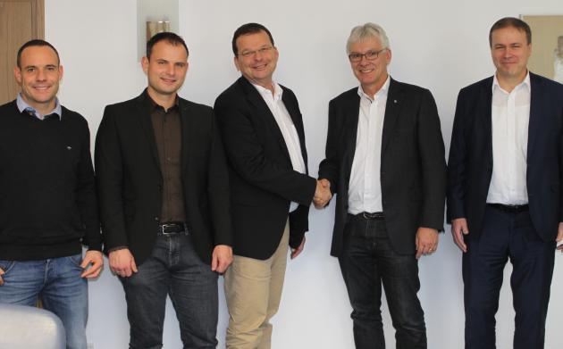 blista-Direktor Claus Duncker nahm die Spende entgegen. SUNDO war vertreten durch Thomas Braun, Andreas Busch, Patrick Lotz und Matthias Kaiser