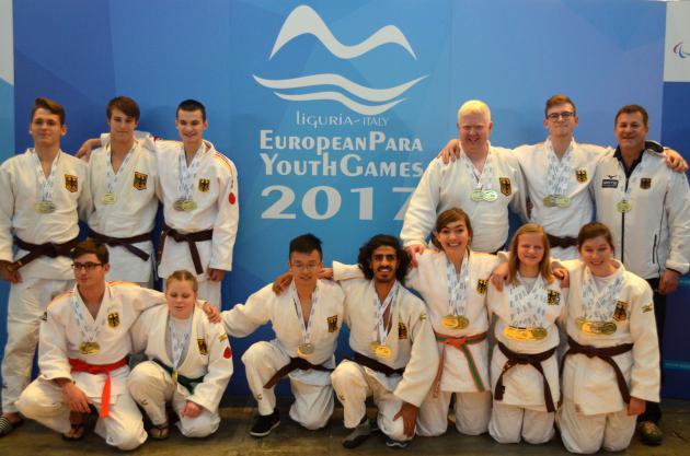 Die jungen Athleten mit ihren Medallien