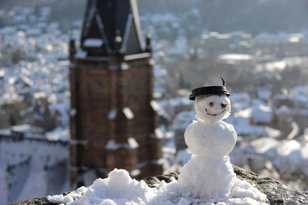 Ein Schneemann grüßt