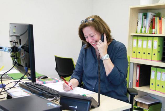Barbara Krönert-Ritz an ihrem Schreibtisch